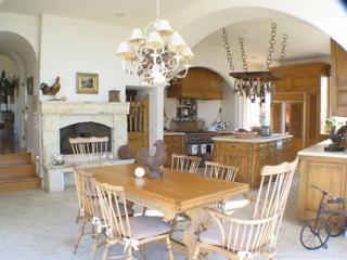 Malibu Estate - Kitchen